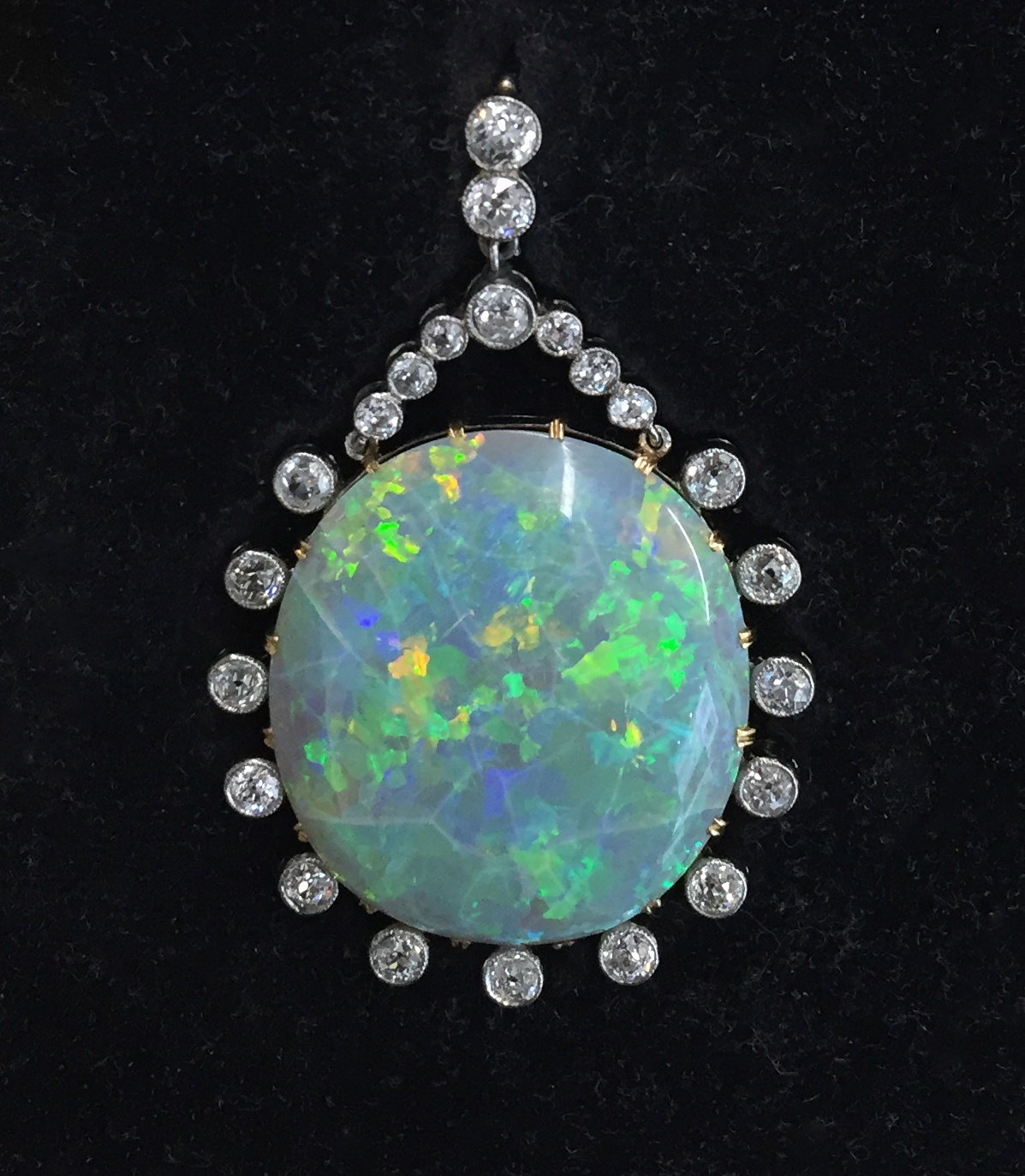 Opal and diamonds pendant.