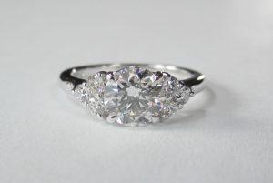 Bague diamants incolores.
