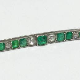 Barrette diamants et émeraudes.