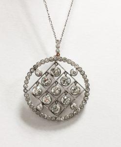 Pendentif diamant et platine.