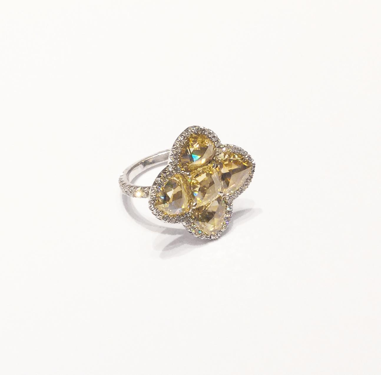 Bague diamants jaunes.