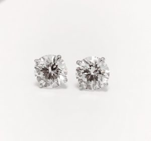 Boucles d'oreille diamant.